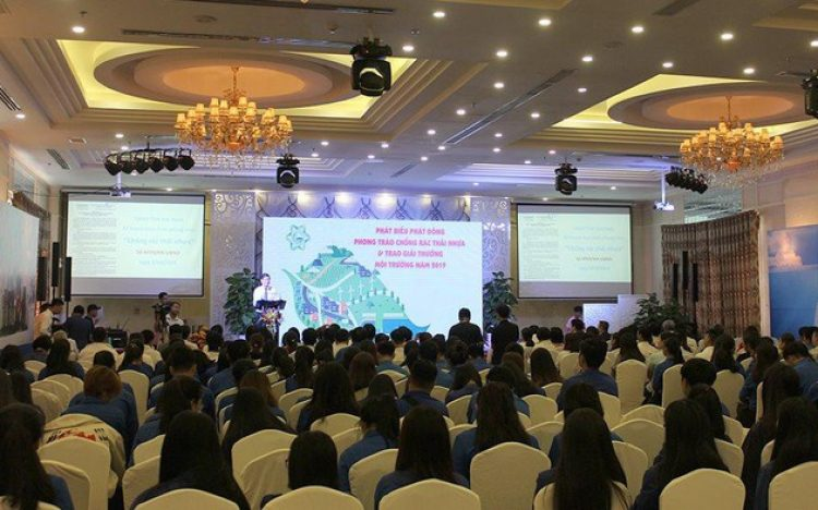 BINH DUONG: LAUNCHED THE MOVEMENT AGAINST PLASTIC WASTE AND 2019 ENVIRONMENTAL  AWARD CEREMONY
